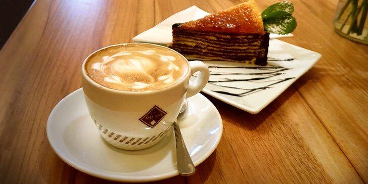 Skvělá svačinka: káva a dort dle výběru nebo pivo či víno s pikantními nachos