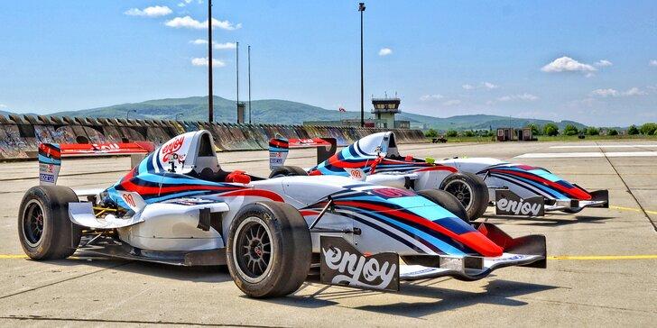 4–8 kol ve formuli F4 na letištním okruhu: jízda s palivem i půjčením závodní výstroje
