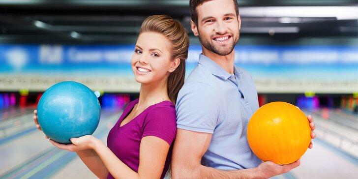 S partou či rodinou na bowling: 110 min. hry až pro 8 osob a kilo řízečků