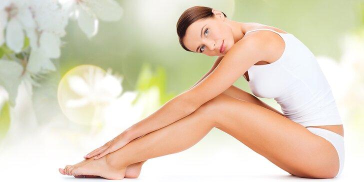 Dejte chloupkům sbohem: depilace vybrané partie teplým voskem