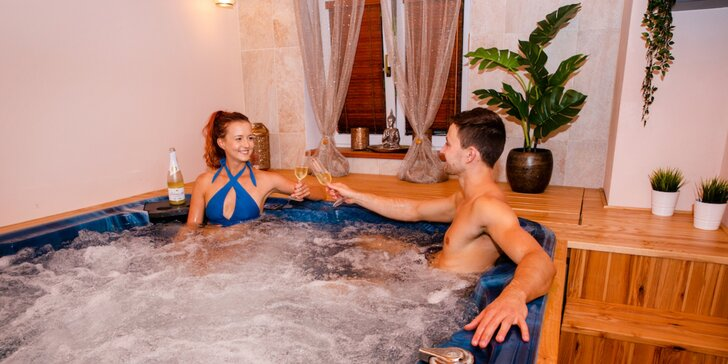 Dokonalý relax pro dva: privátní wellness s vířivkou a saunou, sekt i masáž