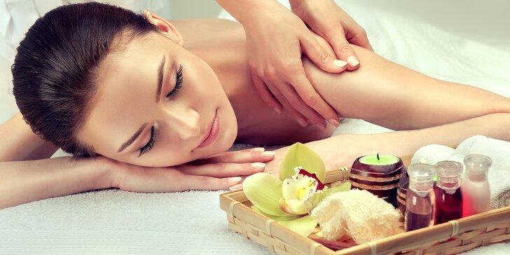 Blahodárná ajurvédská masáž hlavy nebo i zad a šíje včetně zábalu rukou jako dárek