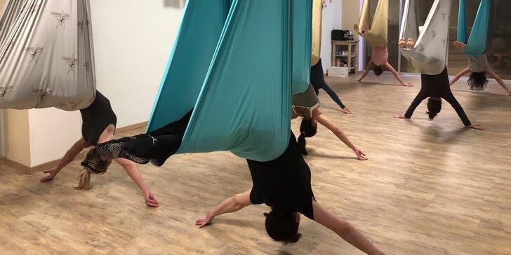 Okuste lehkost bytí: Hodinová lekce antigravity jógy v závěsných sítích