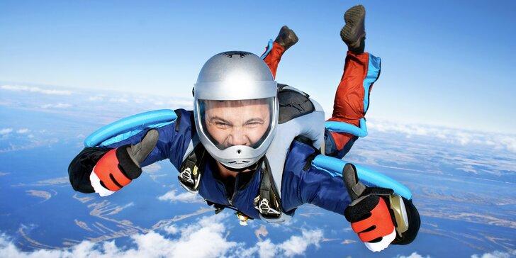 Dokažte si, že na to máte: základní parašutistický výcvik se samostatným seskokem z 1200 metrů