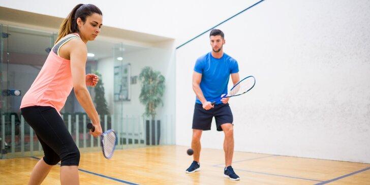 Hodina squashe nebo S-badmintonu pro neomezený počet hráčů, 1-5 vstupů