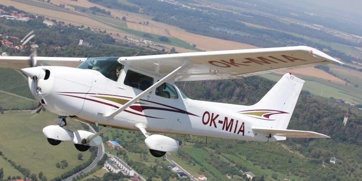 Seznamovací let letadlem na 30 nebo 60 minut, možnost privátního letu, 5 různých tras