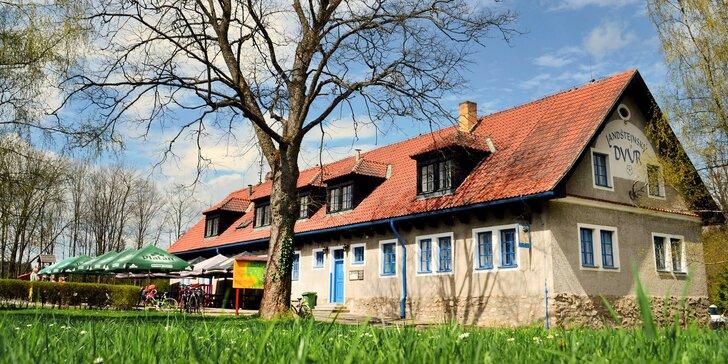 Pobyt v České Kanadě s polopenzí pro dva i rodinu přímo u hradu Landštejn