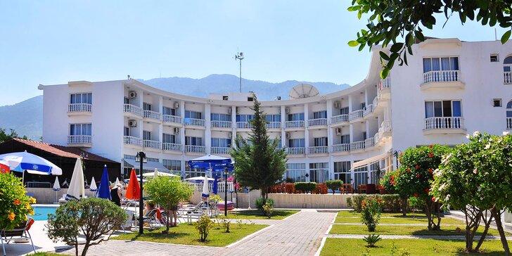 Letní dovolená na Kypru: letenka, ubytování ve 3* hotelu u pláže s bazénem a polopenzí