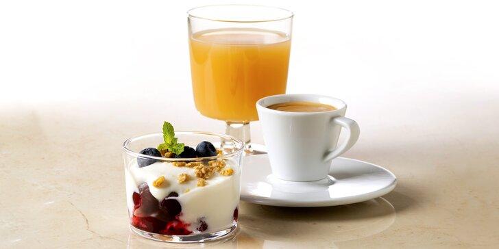 Jogurtový dezert s jahodami, mošt a espresso pro 1 nebo 2