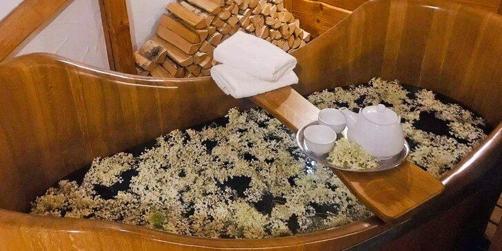 Koupel pro zahřátí: Bezová s mlékem, medem a čajem k tomu nebo vinná s lahví vína