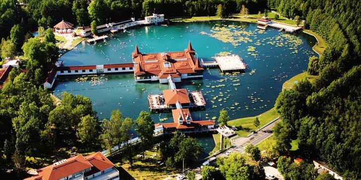 Výlet busem do Maďarska: termální jezero v Hévízu a barokní zámek