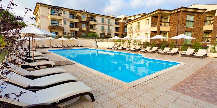Dovolená s polopenzí na Krku: hotel se soukromou pláží, dvěma bazény i vířivkou a saunou