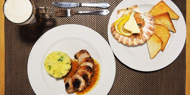 Tataráček z lososa a vepřová panenka se šťouchanými brambory pro 2 osoby