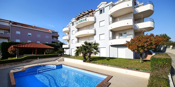 Penzion v Zadaru kousek od moře: apartmán s kuchyňkou a venkovní bazén