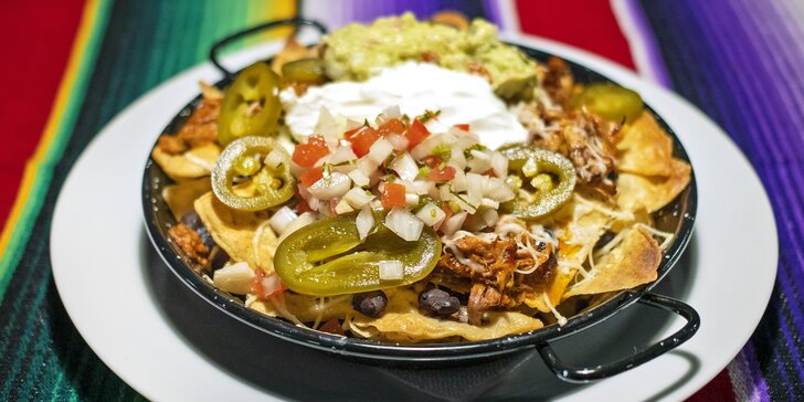 Nachos dle výběru z mexické restaurace pro 2–3 osoby: cochinita, pastor i vegetariánské