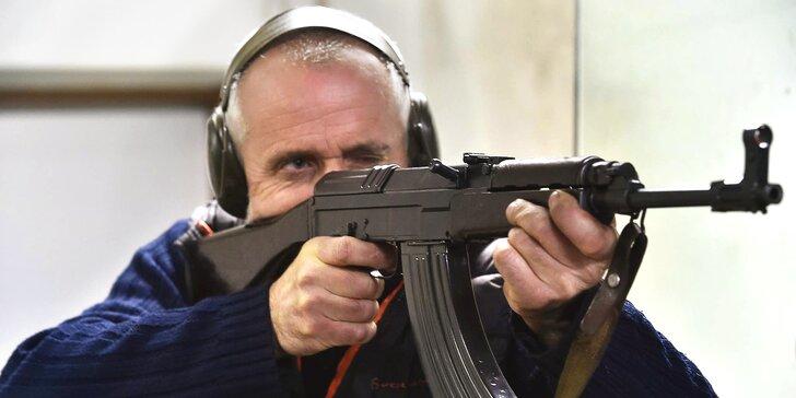 Střelba na kryté střelnici: až 70 nábojů, dohled instruktora, možnost střídání ve dvou i varianta pro děti