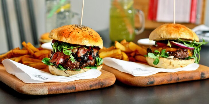 Burger podle výběru z 5 druhů včetně vege, hranolky a domácí limonáda pro 1 i 2 osoby