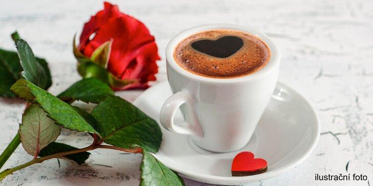 Překvapení pro vaši lásku nebo maminku: stavte se pro kávu, makronky a květinu