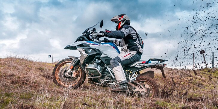Vyjeďte s BMW do terénu: 2hod. jízda na 6 motocyklech, soukromý okruh, rovinky i sjezdy a překážky