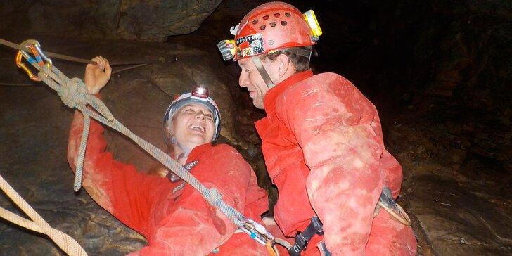 Nejdobrodružnější jeskynní trasa Moravského krasu: 40 metrů hluboká ferata v jeskyni