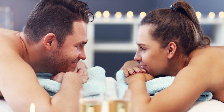 Párové hýčkání: partnerská masáž, vířivka i sauna a sklenka sektu