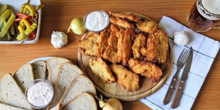 1 nebo 2 kg kuřecích a vepřových řízků, s chlebem a 2 dipy