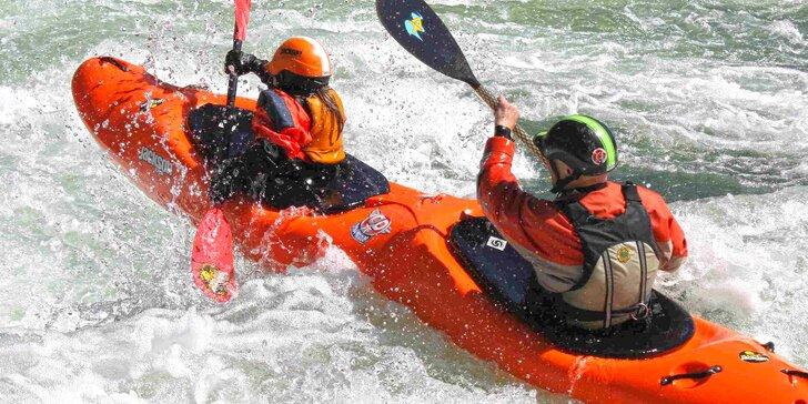 Hurá do peřejí: hodinová jízda na deblkajaku na divoké vodě s instruktorem