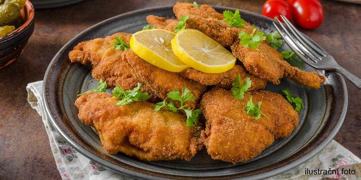 Řízečky na odnos či rozvoz: až 1,2 kg vepřových a kuřecích řízečků s chlebem