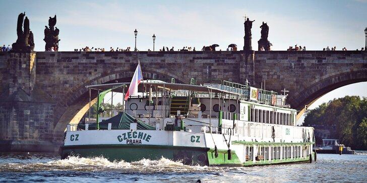2hodinová plavba po Vltavě, skvělý dárek: úžasné výhledy a oběd nebo večeře na palubě