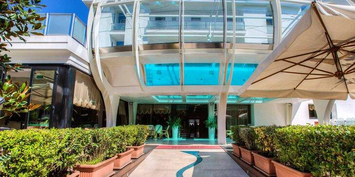 Dovolená v italském Riccione: 4* hotel se snídaní, bazénem a saunou, 150 m od pláže