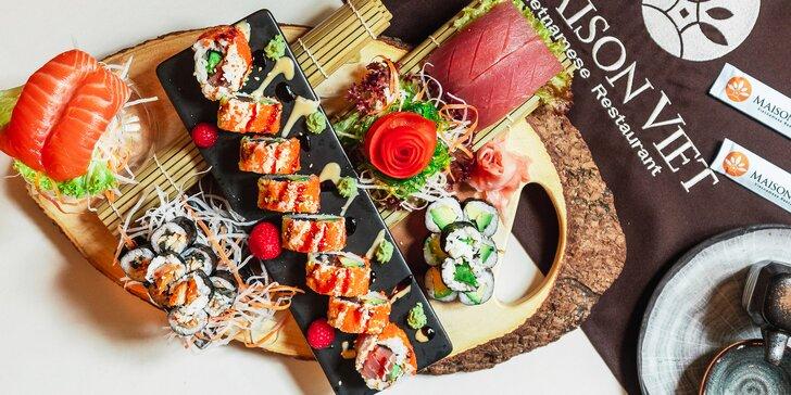 Vyladěné sushi sety s lososem, úhořem, krevetami, tempurou i plátky ryb sashimi