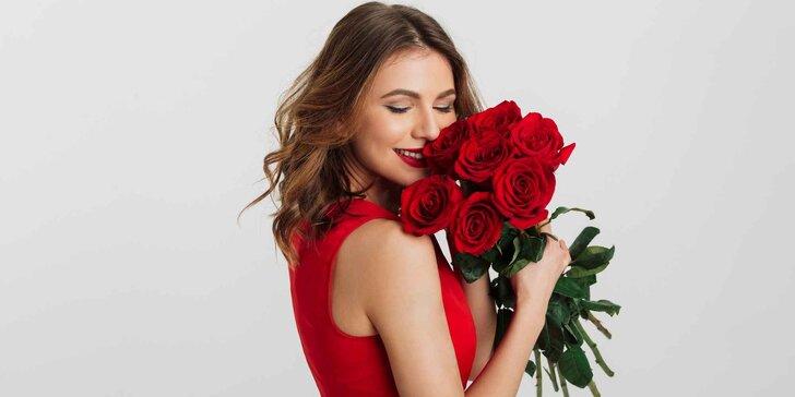 Pugét z rudých nebo růžových růží včetně dopravy