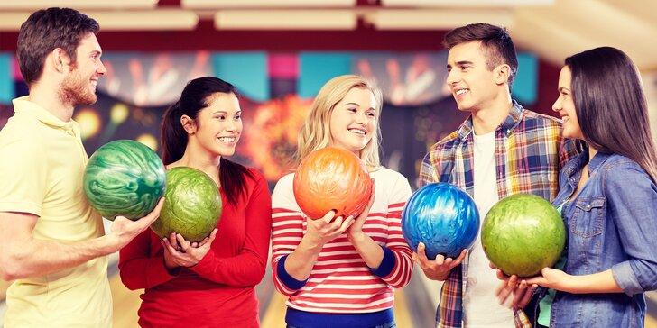 Zábava s něčím k zakousnutí: hodina bowlingu a 300 g tataráku s topinkami
