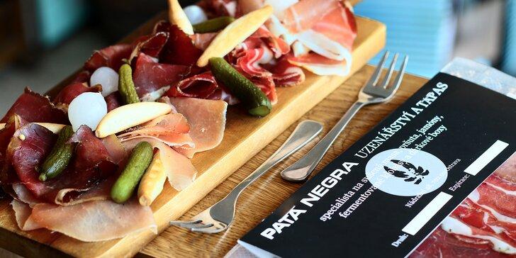 Jako v italské pršutérii: balíčky 200–500 g uzenin, vepřové pršuto karé i coppa či hovězí bresaola