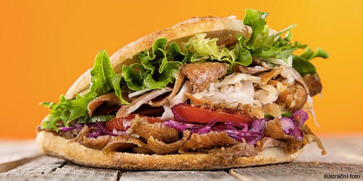 Kebab se sýrem v tureckém chlebu pro 2 osoby a nápoje k tomu