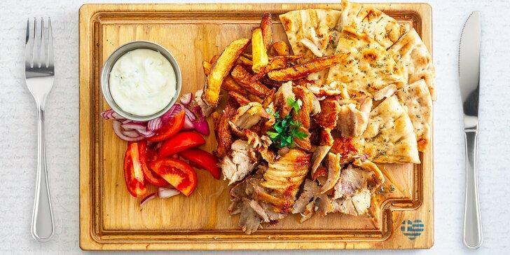 Vyzvedněte si řecké menu pro dva: vepřový gyros, pita, hranolky a dezerty k tomu