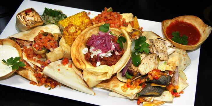 Tříchodové menu v mexické restauraci: polévka, plato specialit a dezert pro 2 osoby