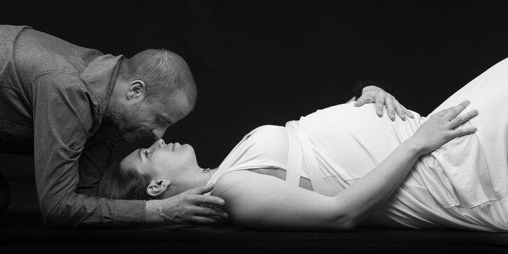 Těhotenské focení v ateliéru: 60 minut, 10 profesionálně upravených fotek