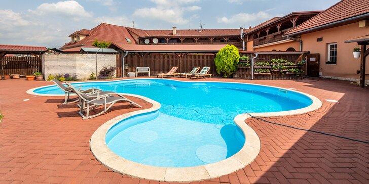 Pobyt s polopenzí blízko Olomouce: hotel se zahradou, bazénem, wellness i bowlingem