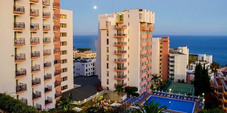 Dovolená na Madeiře vč. letenky: 3* hotel ve Funchalu u promenády, s bazény a snídaní