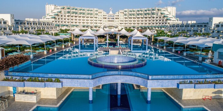Luxusní dovolená na Kypru vč. letenky: resort s bazény, aquaparkem, pláží a ultra all inclusive
