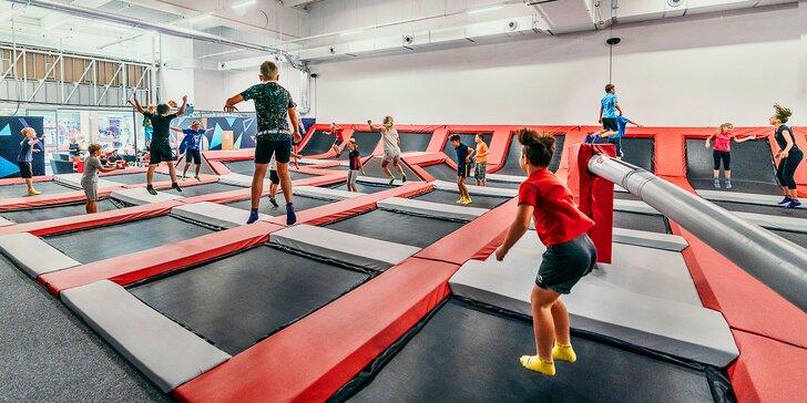 Hodina skákání v Jump Academy Olomouc: trampolíny, ninja dráha, parkour zóna i 9D kino