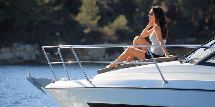 Plavby po Vltavě na luxusní lodi: veřejné i soukromé, kdy loď bude jen vaše