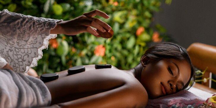 Speciální masáž dle výběru: bylinná, s kokosem i lávovými kameny