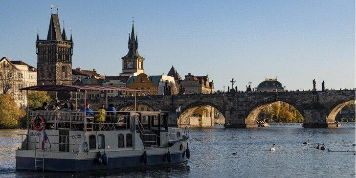 Pronájem celé lodě i s posádkou v centru Prahy až pro 12 osob