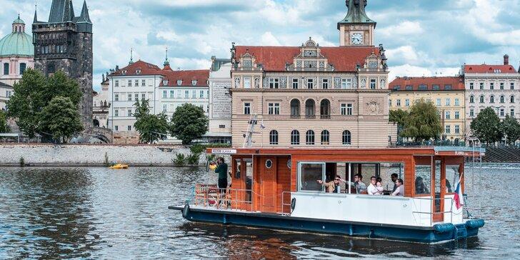 50minutová plavba lodí po Vltavě s audio komentářem pro dítě, dospělého i pár