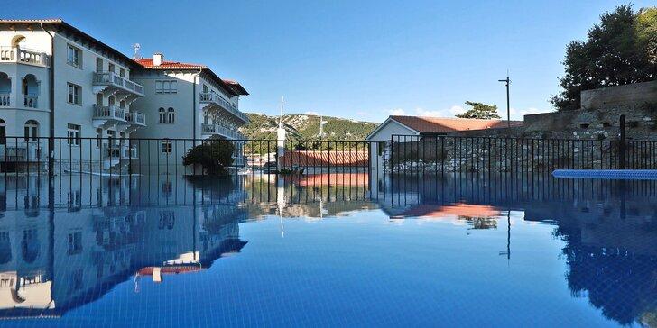 Chorvatský ostrov Rab: ubytování se snídaní, výhled na moře i venkovní bazén