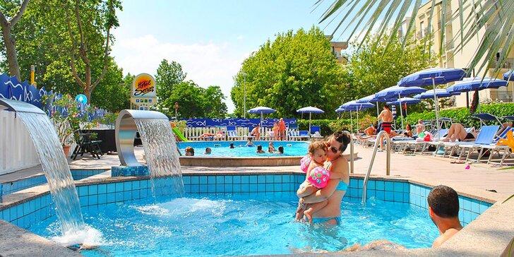 Krásné léto v Itálii: pobyt v hotelu s venkovním bazénem a polopenzí v oblíbeném letovisku