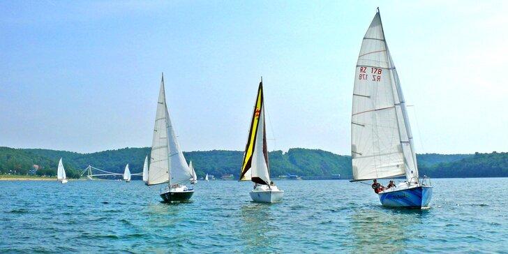60–120 minut plavby sportovní plachetnicí po Vranovské přehradě s až tříčlennou posádkou