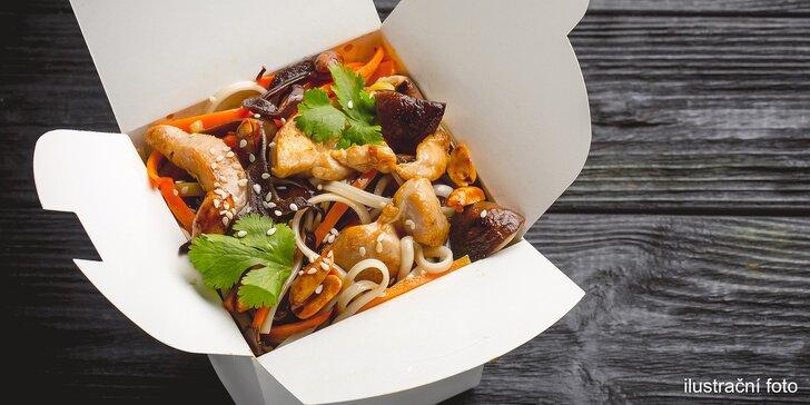 Rychlé a dobré jídlo: klasický nebo speciální noodle box podle výběru